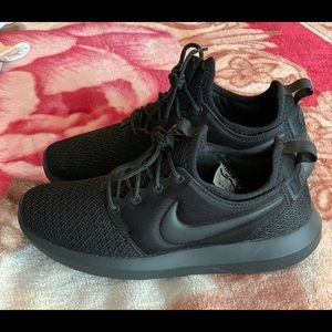 Nike solid black shoes